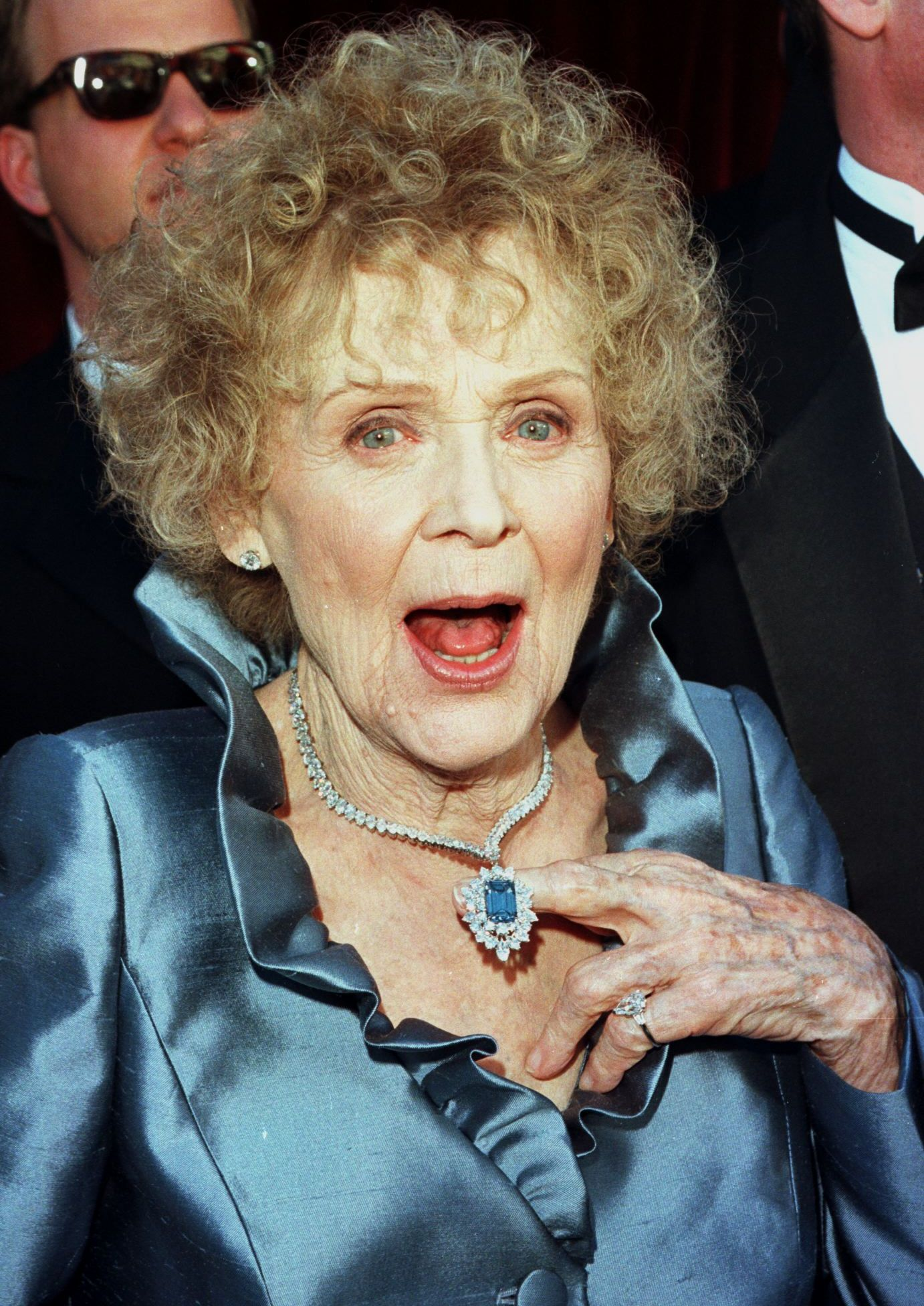 Gloria Stuart at the Oscars