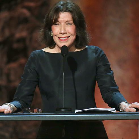 Lily Tomlin in black dress at podium