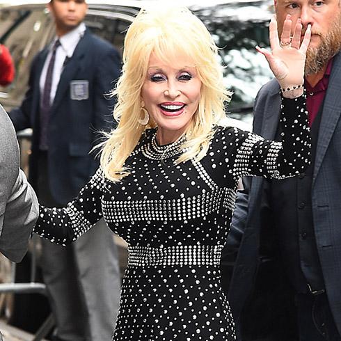 Dolly Parton waving