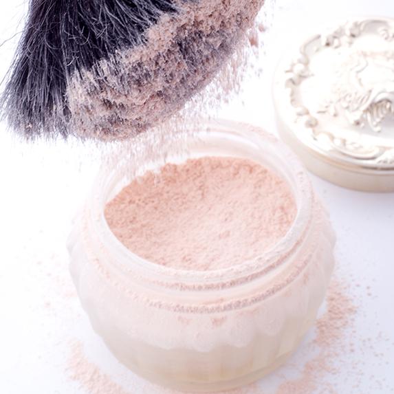 Mistake #3: Caking on the finishing powder