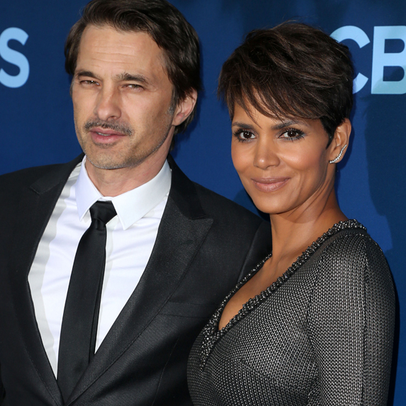 Halle Berry and Oliver Martinez pose together smiling, at a red carpet event