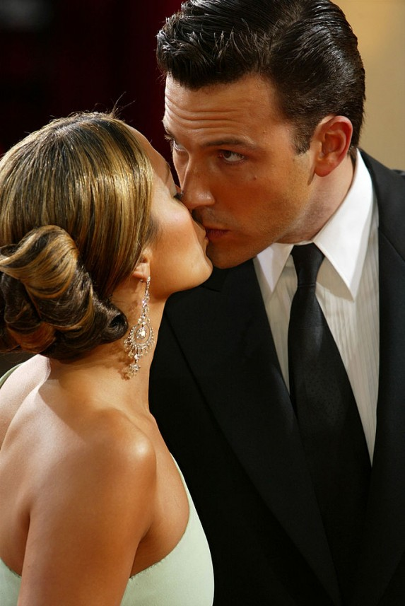 Ben Affleck and Jennifer Lopez kissing