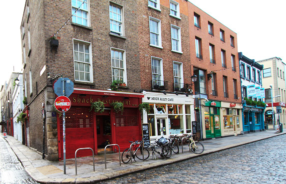 Dublin has over 1,000 pubs