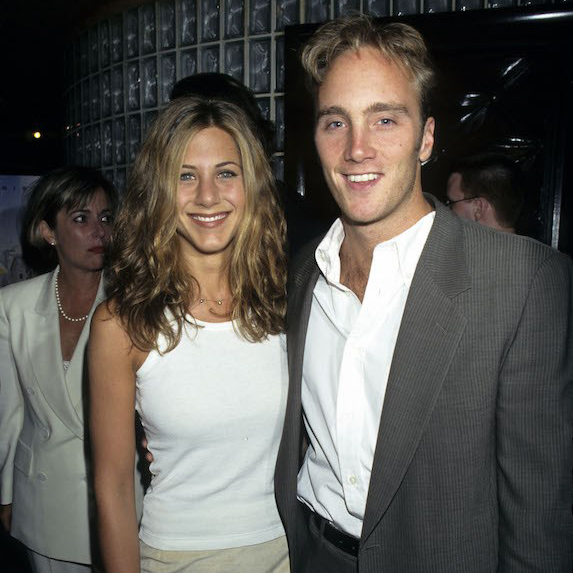 Jennifer Aniston and Jay Mohr standing next to each other smiling