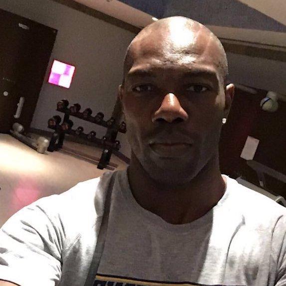 Terrell Owens selfie in gym