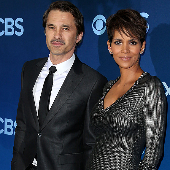 Halle Berry and Olivier Martinez pose for the cameras