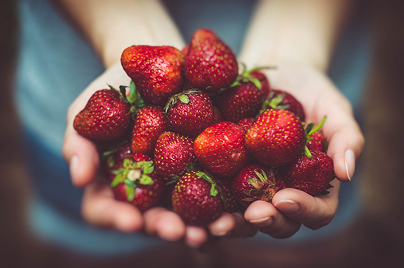 natural-skincare-strawberry-face-mask