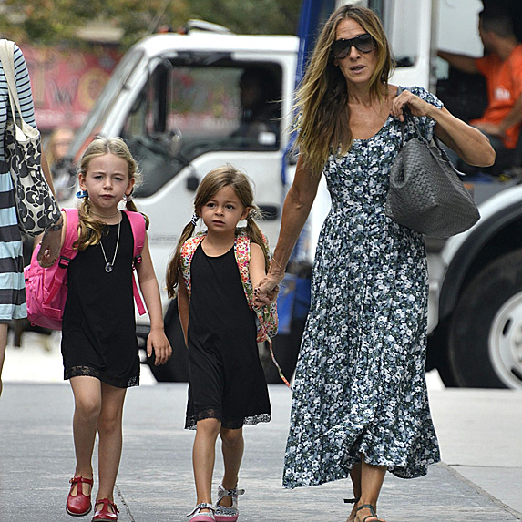 Sarah Jessica Parker and her twin daughters