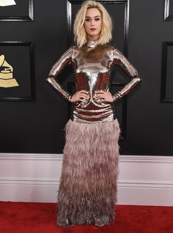 A blonde Katy Perry on the Grammys red carpet, wearing a dusty rose coloured metallic gown.