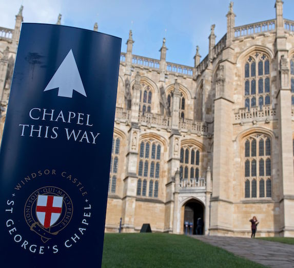 A sign indicates the chapel, posted in front of St. George's Chapel at Windsor Castle