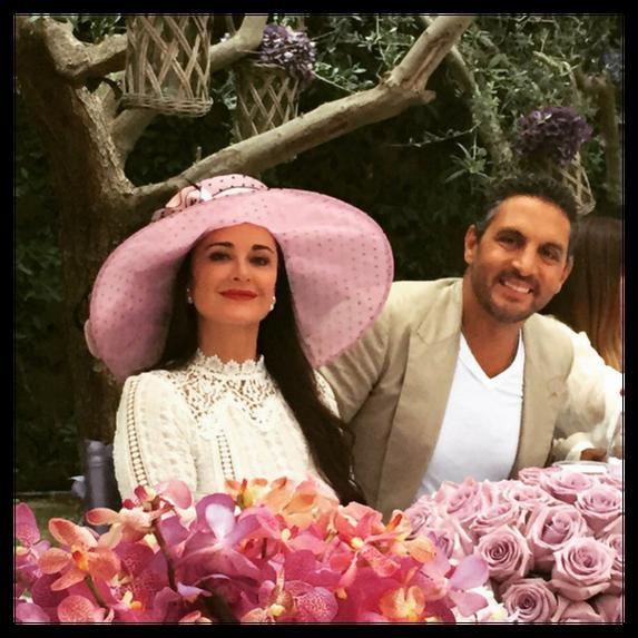 kyle richards and mauricio umansky pose with flowers
