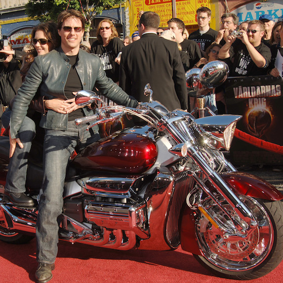 Katie Holmes and Tom Cruise ride a motorcycle to War of the Worlds premiere