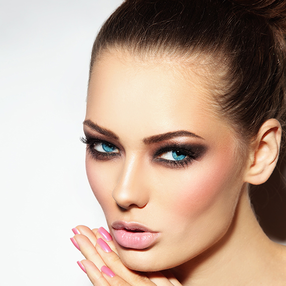 woman with bold contour