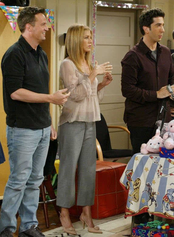 Jennifer Aniston, as character Rachel Green on 'Friends' wears grey culottes, nude pumps and a pink blouse