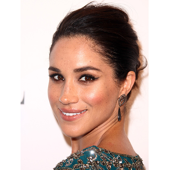 meghan markle wearing teal glittery dress and soft cat eye makeup