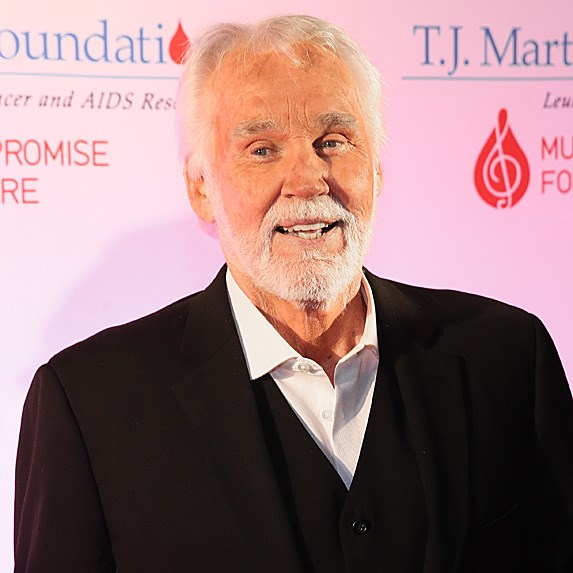Kenny Rogers reflects on his plastic surgery