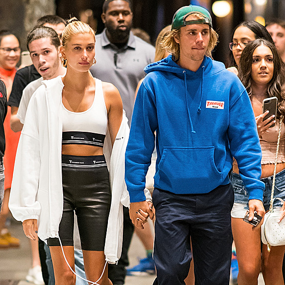 Hailey Baldwin and Justin Bieber walking in NYC