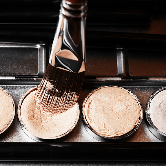 concealers and makeup brushes