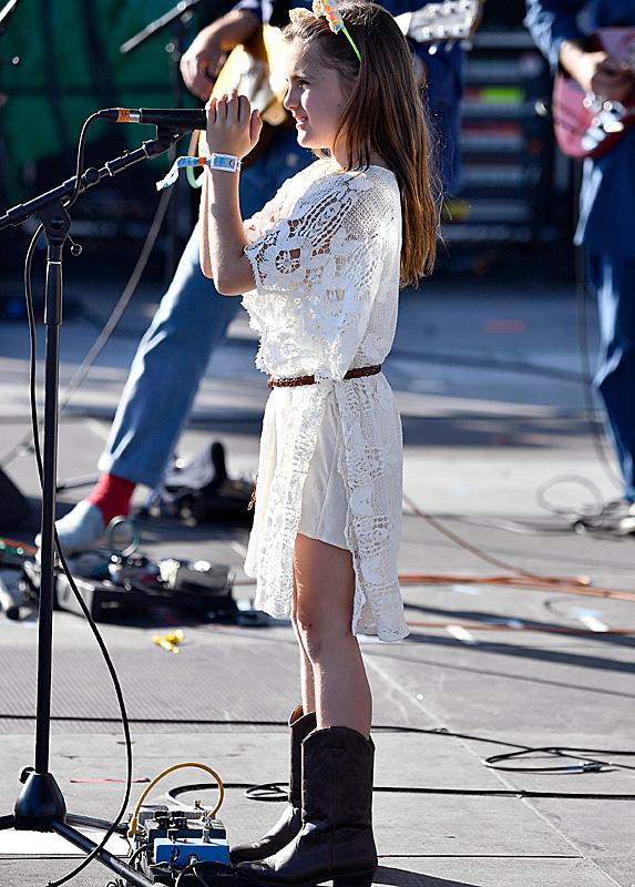 Anja Ambrosio Mazur performing at Coachella