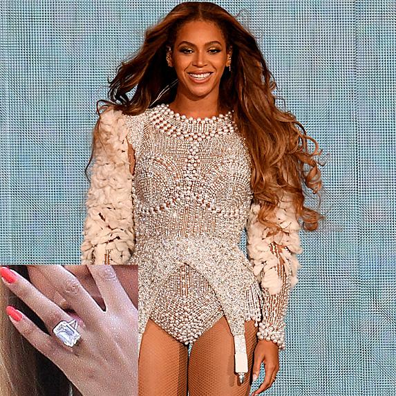 Beyoncé at Houston's On the Run II show