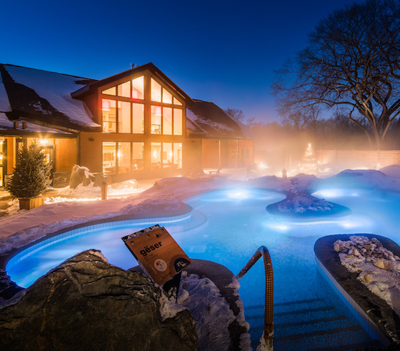 Night views of the thermal outdoor pool facilities at Thermëa