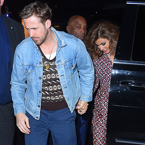 Ryan Gosling and Eva Mendes exiting car to attend 'SNL' after party in September 2017