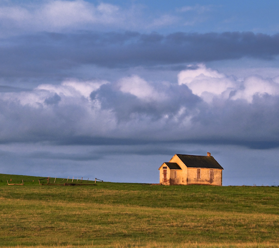 Old farmhouse stands alone in Cypress County, Alberta, where Seven Persons is located