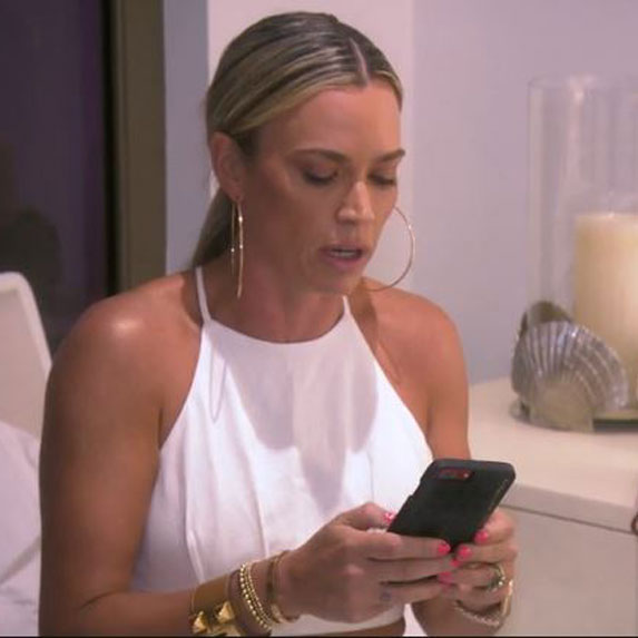 Teddi Mellencamp reads text messages on The Real Housewives of Beverly Hills