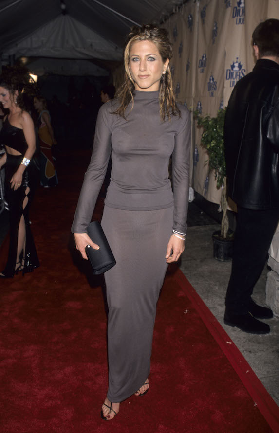 Jennifer Aniston wears a grey outfit to the VH1 Divas Live red carpet
