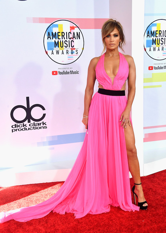 Jennifer Lopez wears a pink dress to the 2018 American Music Awards