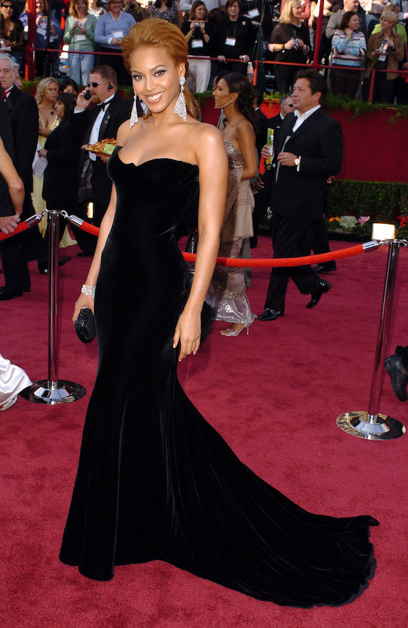 Beyonce wears a strapless velvet gown to the 2005 Academy Awards