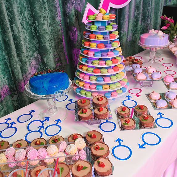 Gender Reveal: Pink and blue desserts and food
