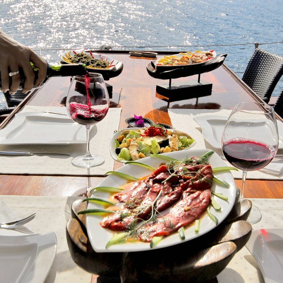 What kind of food is available on a yacht?