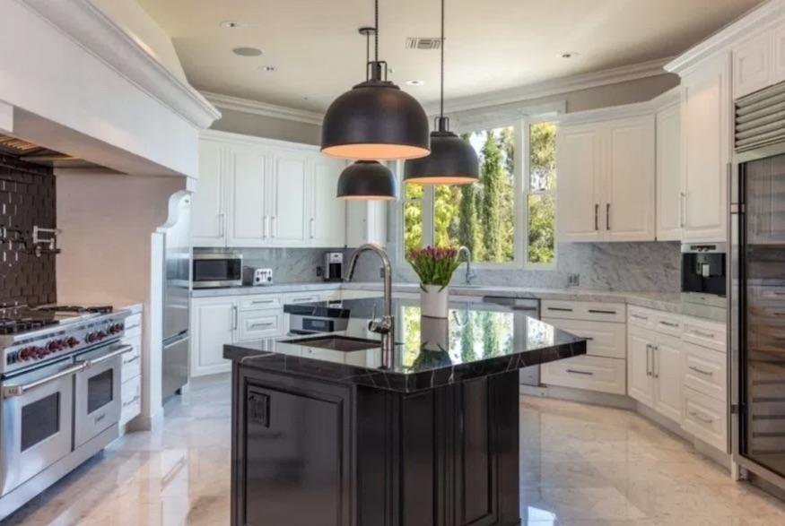 Dorit Kemsley's home: modern finishes