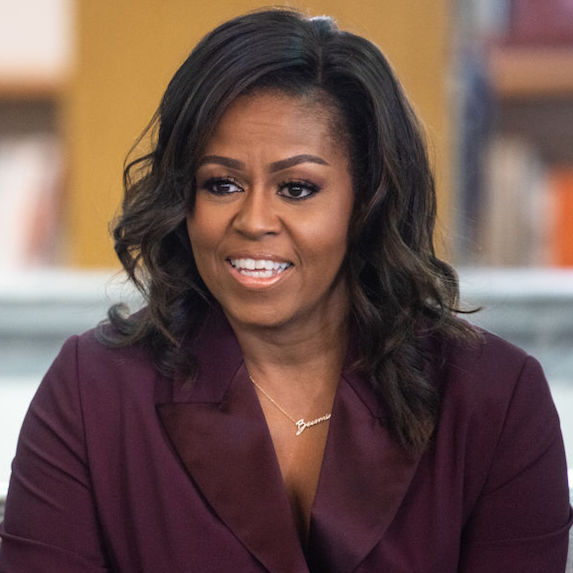 https://www.amazon.ca/Becoming-Michelle-Obama/dp/1524763136