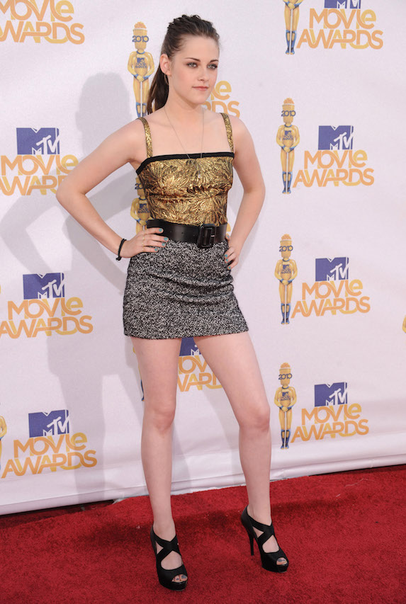 Kristen Stewart wears a sparkly mini dress to the 2010 MTV Movie Awards