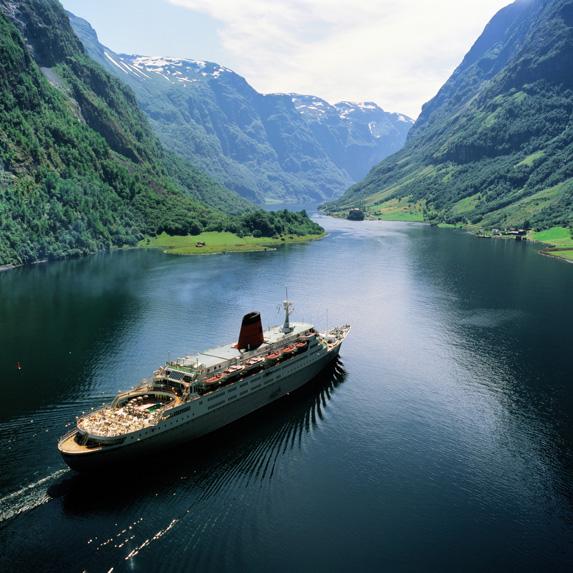 Cruiseship sailing