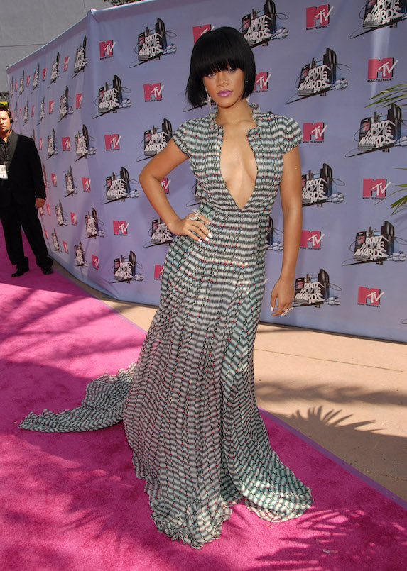 Rihanna wears a low-cut, mixed-print gown to the 2007 MTV Movie Awards