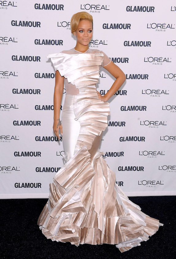 Rihanna wears a white gown by Stephane Rolland to Glamour Magazine's Women of the Year event in 2009