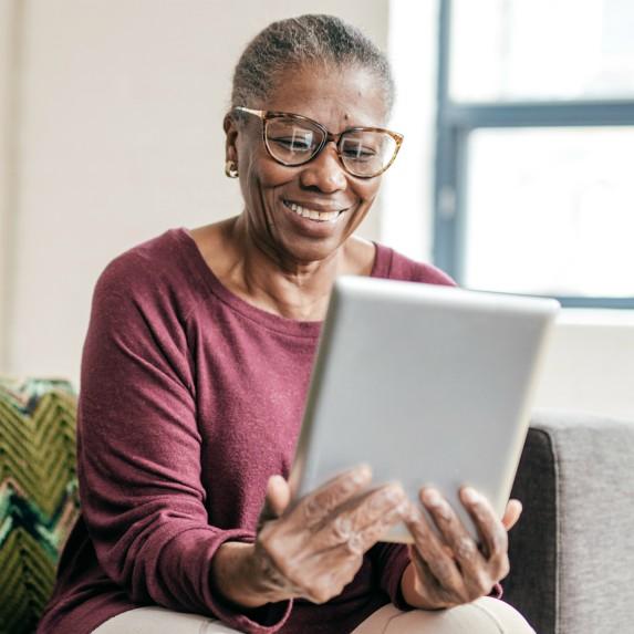 senior-woman-using-ipad