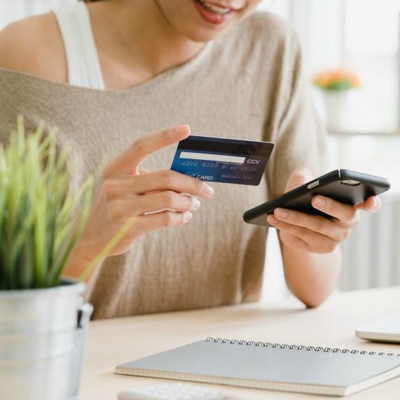 woman-paying debt