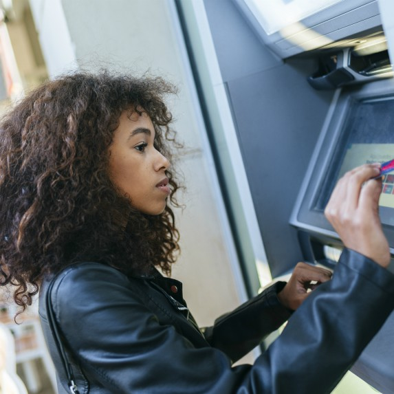woman-using-atm