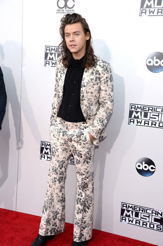 Harry Styles wears a floral-print suit to an awards show in 2015