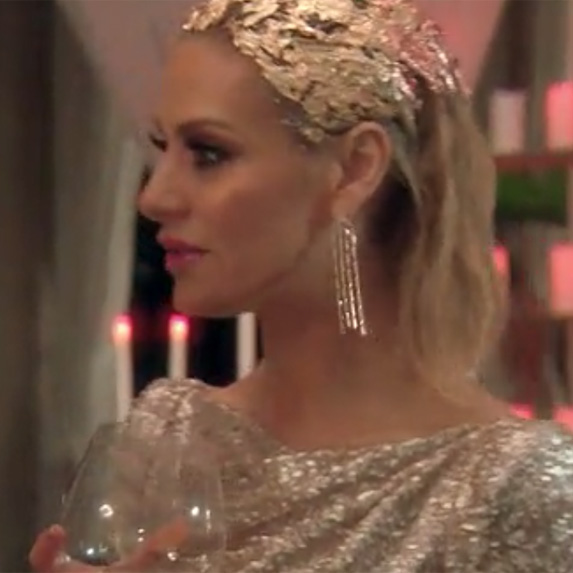 Dorit Kemsley's gold hair
