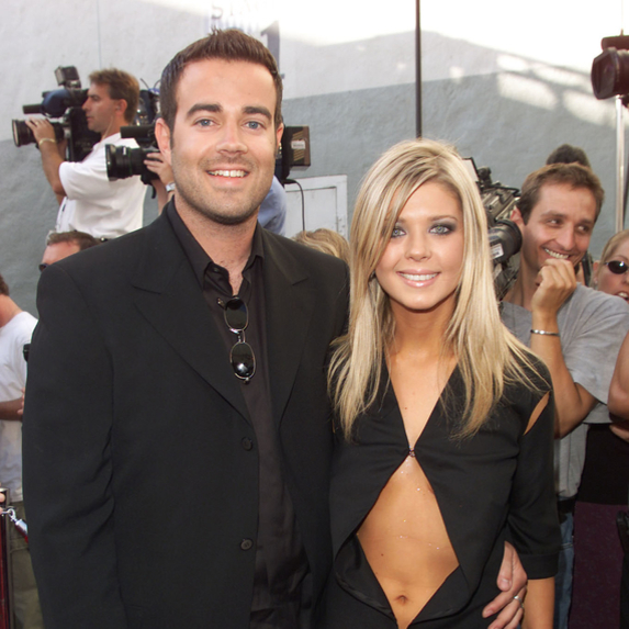 Carson Daly and Tara Reid posing on the red carpet together at the MTV Movie Awards 2000