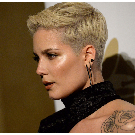 Close up image of Halsey at the 2017 Grammy's Gala