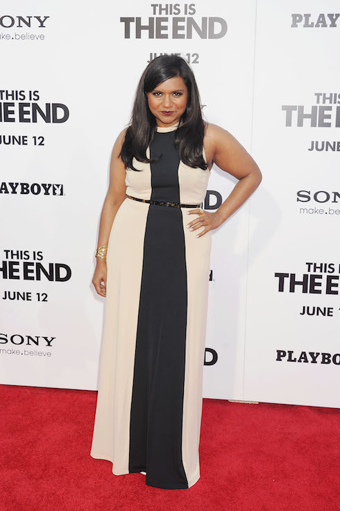 Mindy Kaling wears a cream-and-black colourblock dress to a premiere in 2013