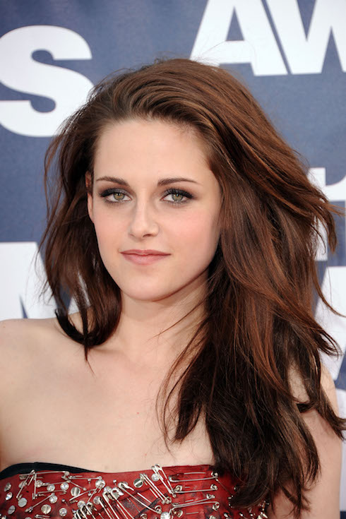 Kristen Stewart wears her hair in a brunette hairstyle