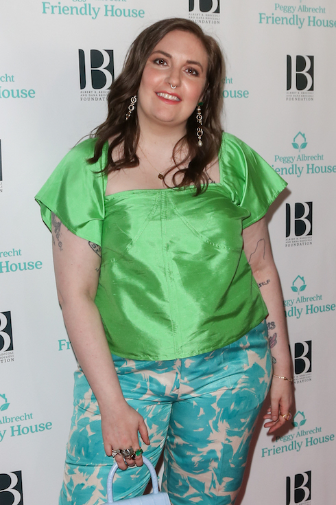 Lena Dunham wears her hair in a brunette style