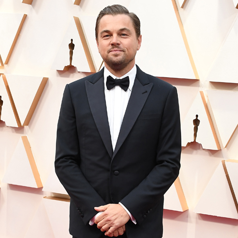 Leonardo DiCaprio at an Oscars ceremony in a suit and tie